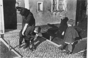 © Bundesarchiv, Bild 183-R79742 / CC-BY-SA