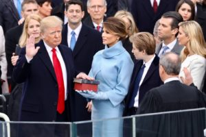 Trump beim Amtseid ©White House Photographer, gemeinfrei